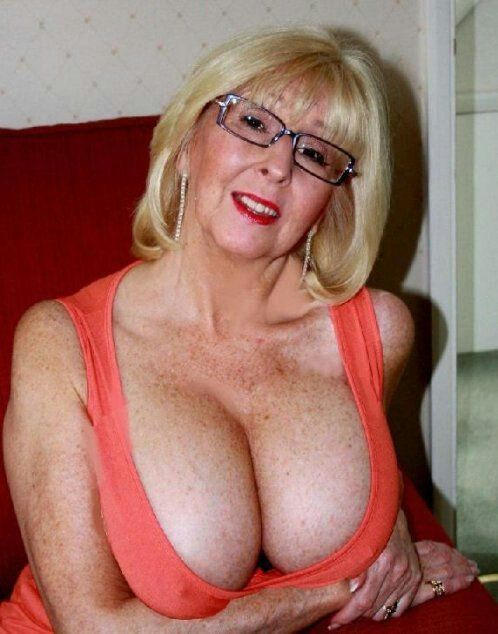 Pictures of sexy older women